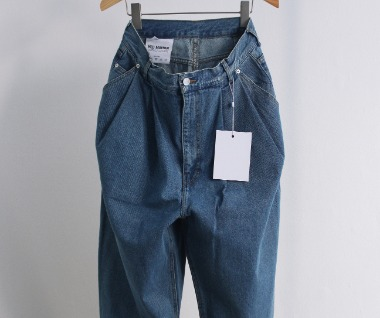 Pleated Denim (Blue Jeans)